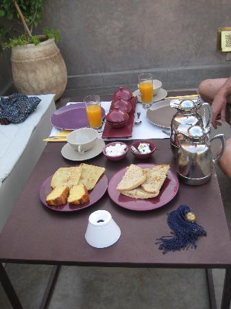 Riad Dar One: Breakfast on the terrace