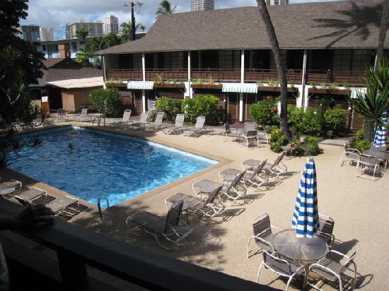 Breakers Hotel: 2階の部屋よりプール