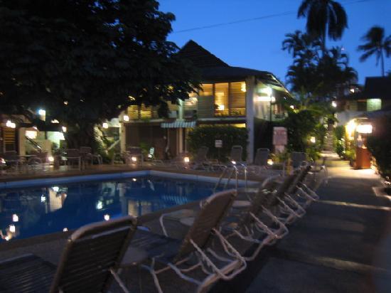 Breakers Hotel: 夜景