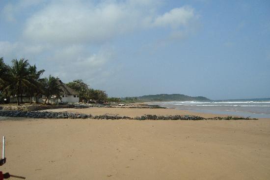 La plage de Busua devant le Busua Beach Resort