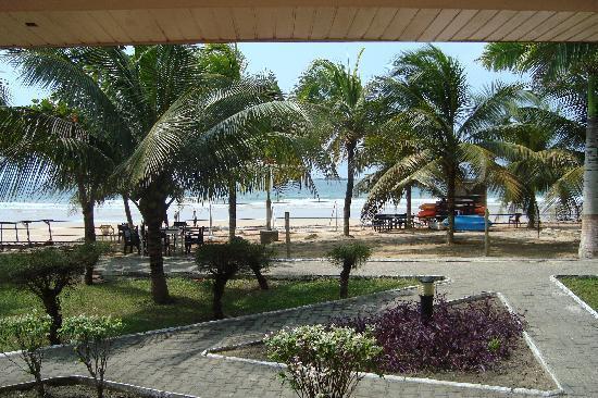 Busua Waves Resort: Vue depuis la terrasse de notre bungalow