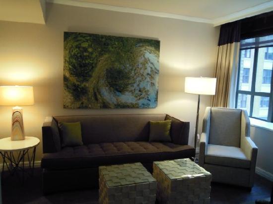 Kimpton Hotel Palomar Philadelphia : Suite 910 living room