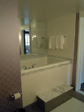 Kimpton Hotel Palomar Philadelphia : Suite 910 Hot tub