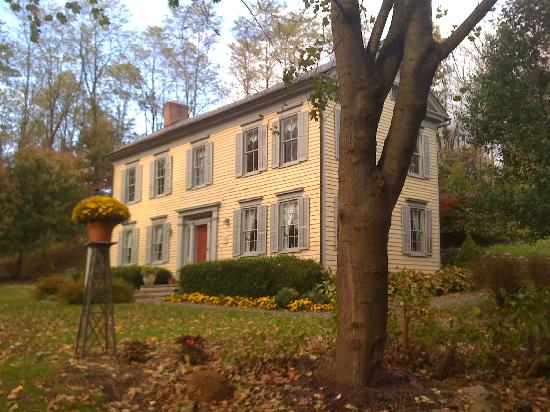 Inn at Millrace Pond: One of the buildings on the property with Guest Rooms