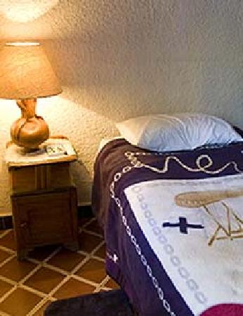 Gema's House: Small single bed in private bedroom