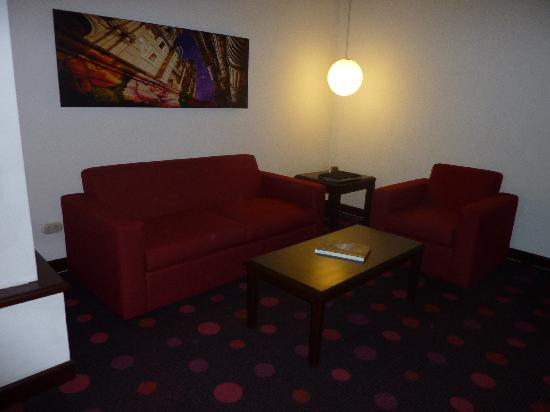 Radisson Hotel & Suites San Isidro: el living room