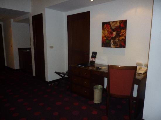 Radisson Hotel & Suites San Isidro: el escritorio