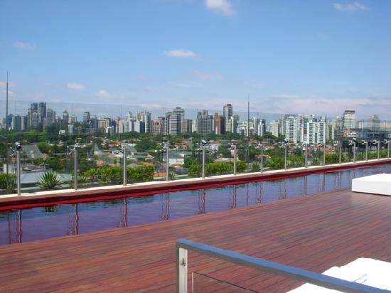 Hotel Unique: View of Sao Paulo from the pool