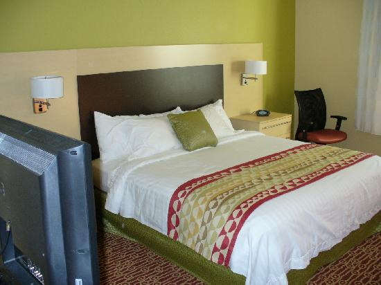 TownePlace Suites Laconia Gilford: Studio Suite King Bed