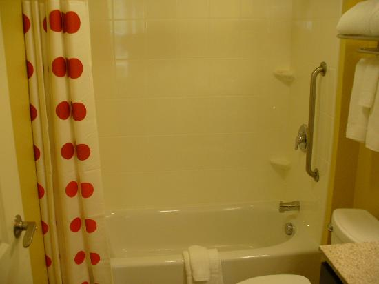 TownePlace Suites Laconia Gilford : Studio King Shower_Bath