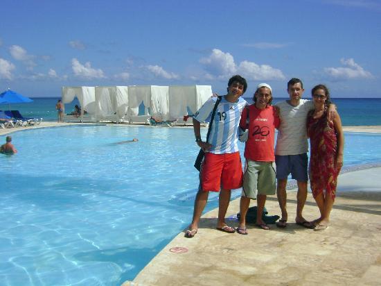 Viva Wyndham Dominicus Beach: amigos