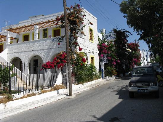 Hotel Eleftheria Parikia: Ruelle de l'hôtel