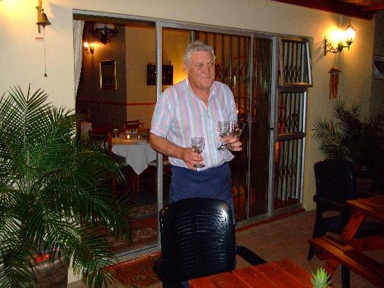 Cedar Lodge Guest House: Paul bei der Arbeit