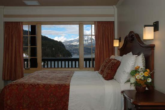 Kaslo Hotel: Our room with a view