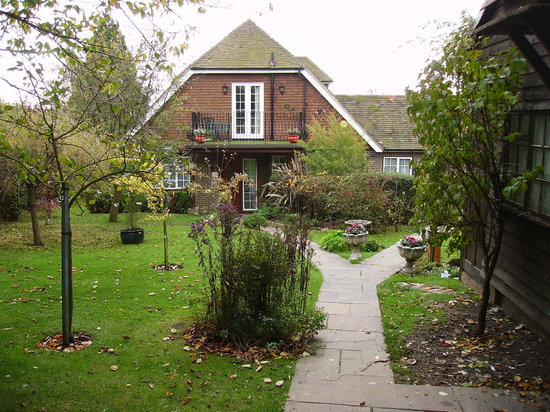 Iwood Bed & Breakfast: IWood House and garden