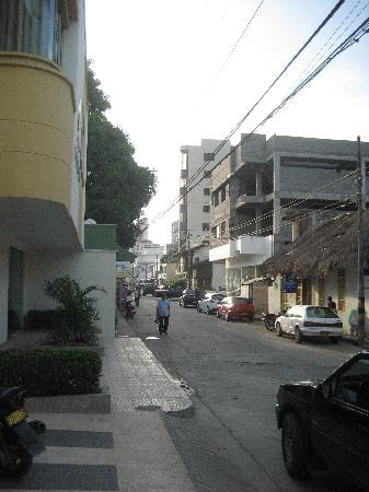 Hotel Costa Bonita: Street view