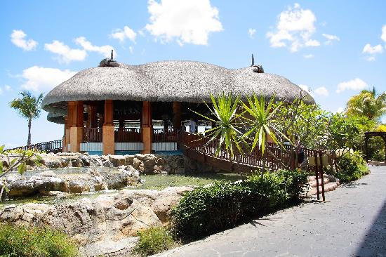 Bay view bar - Picture of Le Meridien Ile Maurice, Pointe Aux ...
