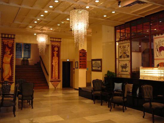 Grand Oriental Hotel: ホール