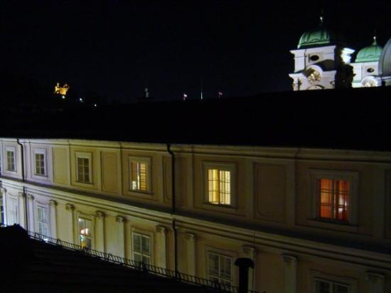 Salzbourg, Autriche. Vue nocturne depuis l'hôtel Centralhotel Gablerbrau