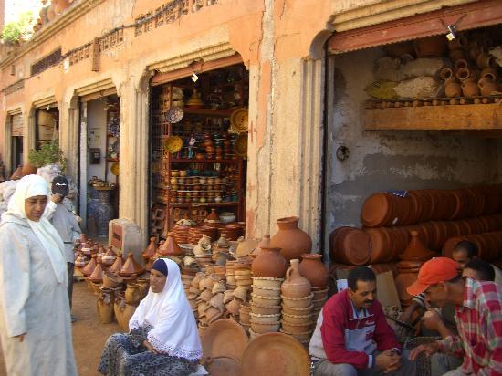 Riad Slawi: Thursday souk in Marrakech