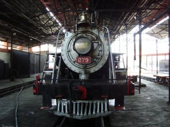 Cuautla, México: OLD TRAIN,IT WAS  OPENED IN  JUNE 18,1887. AND PUT INTO SERVICE IN  1904.