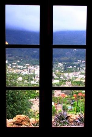 Sóller, España: View out Casita window-Soller Mallorca