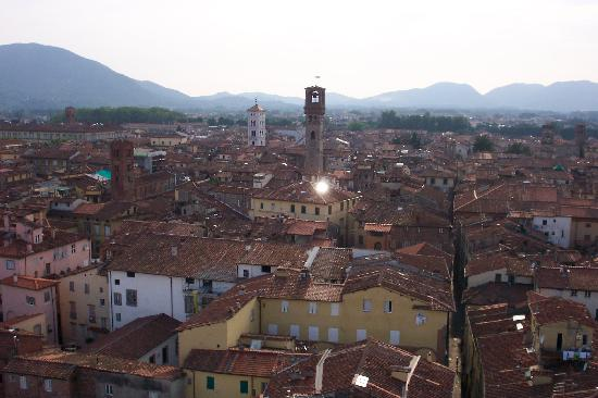 Bed & Breakfast Evelina: a view of lucca
