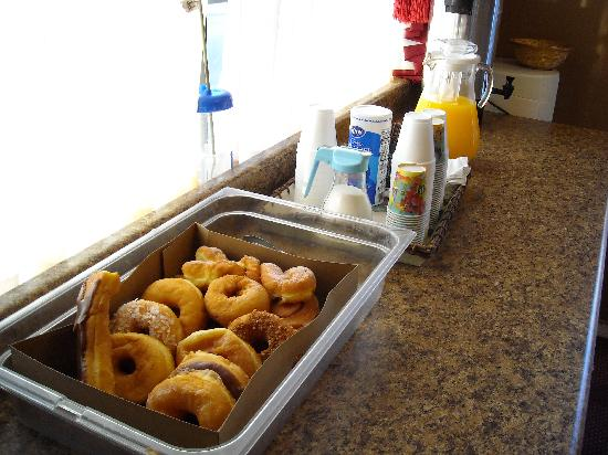 Hollywood Inn Express North : If you like donuts for breakfast...