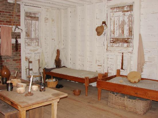 Creswell, Karolina Północna: Inside of slave cabin