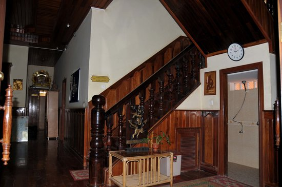 Mingalar Inn: Stairway to the rooms