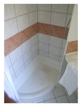 Kyriad Metz Centre: shower