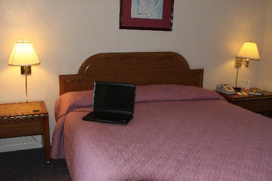 Copper Inn: wi-fi, sealy bed, crisp sheets