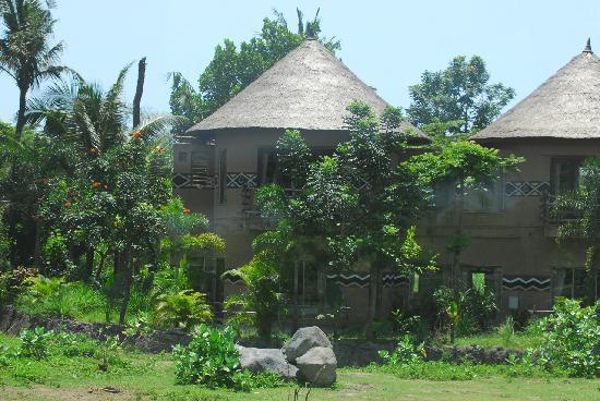 Mara River Safari Lodge: Twiga Suite up & Swala downstairs