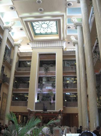 Dariush Grand Hotel: Breakfast room