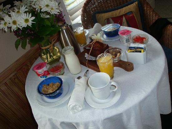 Snug Harbor Inn : Our complimentary breakfast.