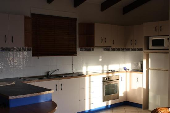 Coral Point Lodge : Kitchen