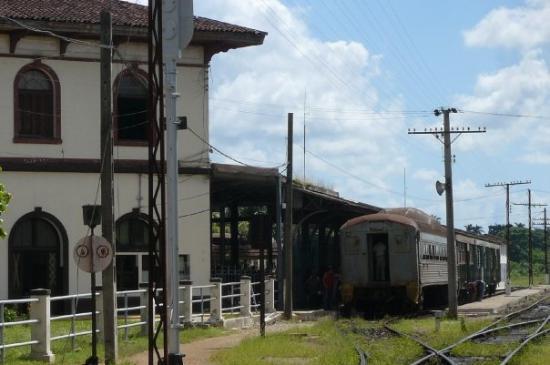 Moron, Cuba : Estacion . tren
