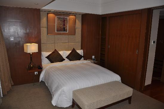 โรงแรมแกรนด์เมอร์เคียว หงเฉียว: ダブルベッドです。広くて、寝心地も良好です。