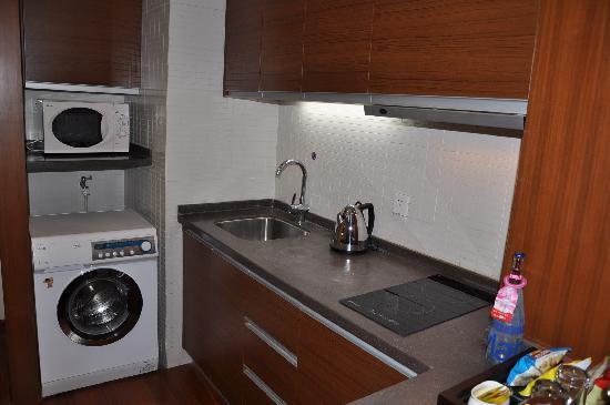 โรงแรมแกรนด์เมอร์เคียว หงเฉียว: 洗濯機と電子レンジです。使い勝手はいいと思います。