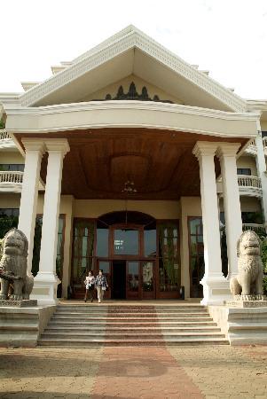 Borei Angkor Resort & Spa : entrance