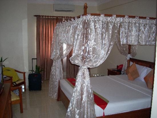 Dara Reang Sey Hotel Siem Reap: Romantic bed