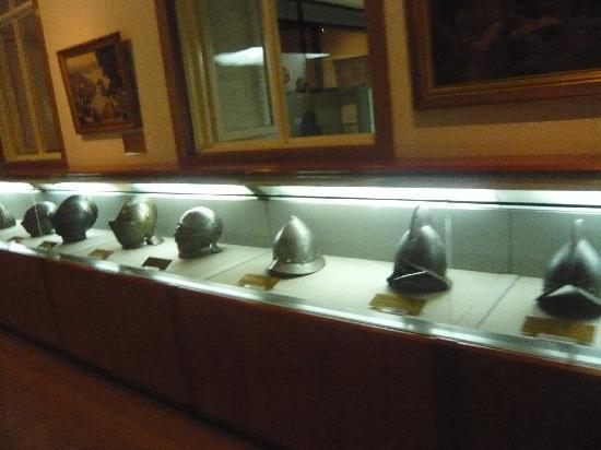Military Museum: 兜。一体何種類あるんだ。