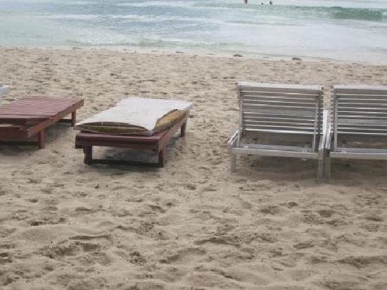 Chaweng Cabana Resort : Cabana beach furniture