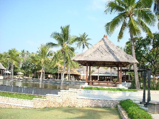 The Oberoi, Lombok : View towards the pool from beach