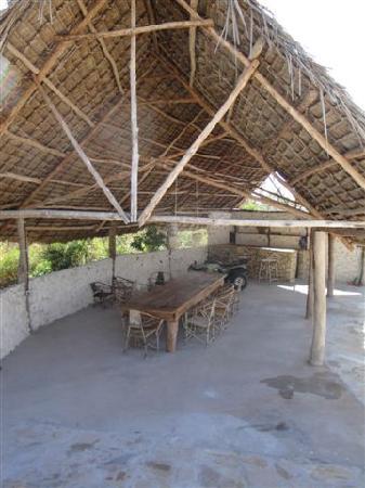 Zanzibar Villas : next to poll is dinning for 16 and honesty bar