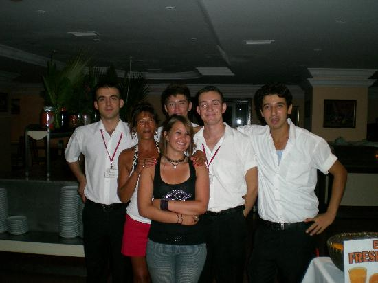 Ortakent, Turkey: restaurant staff
