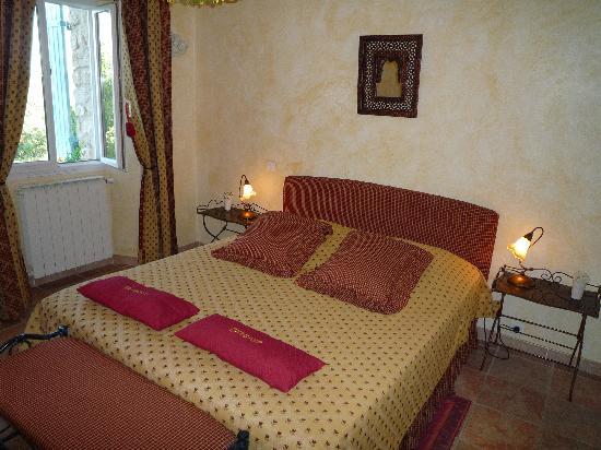 Maison d'hôtes La Guillone : Double bed