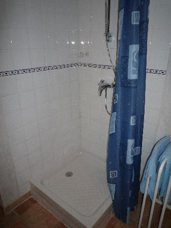 Maison d'hôtes La Guillone : Shower
