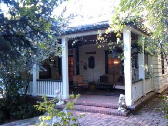GlenMorey Country House : We loved the porch at the Inn