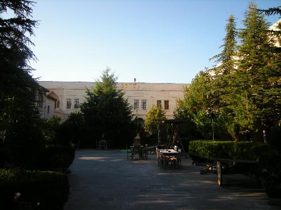 Burcu Kaya Hotel: The garden